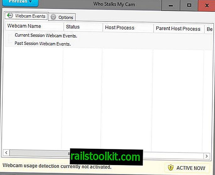 웹캠을 사용하는 사람이 웹캠 사용에 대해 알려줍니다.