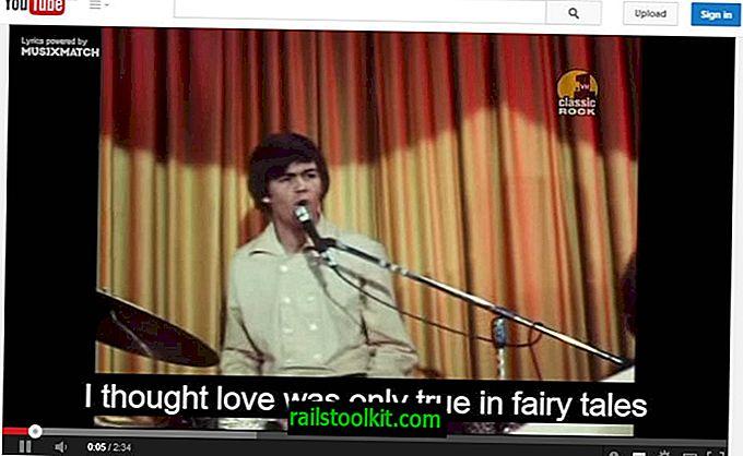 يطابق Musixmatch الأغاني على YouTube بكلمات تلقائيًا